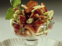 Erdbeer-Spargelsalat mit Käse Rezept