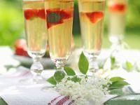Erdbeeren in Holundergelee Rezept