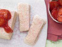 Erdbeerparfait mit marinierten Erdbeeren Rezept