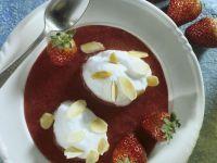 Erdbeerpüree mit Eischneenocken Rezept