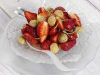 Erdbeersalat mit Amarettini und Limettensirup Rezept