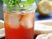 Erfrischender Eistee mit Granatapfel Rezept