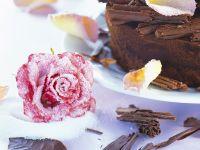 Espresso-Mascarpone-Kuchen mit kandierten Rosenblüten Rezept