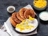 Exotisch-vegane Pancakes mit Mango