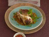 Exotische Hähnchenkeule mit Sultaninen, Tomaten und Zimt Rezept