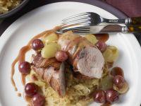 Fasanenbrust im Speckmantel mit Sauerkraut und Trauben Rezept