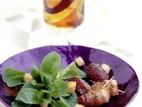 Feldsalat mit Datteln im Speckmantel Rezept