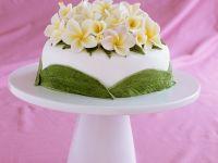 Festliche Torte mit Blütenverzierung Rezept