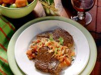 Filetsteaks mit Zwiebeln und Tomaten Rezept