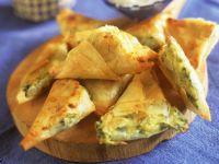 Filo-Ecken mit Käse und Gemüse gefüllt Rezept
