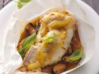 Fisch im Backpapier mit Gemüse und Muscheln Rezept