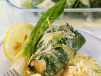 Fisch im Mangoldmantel mit Weinsauce Rezept