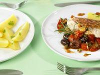 Fischfilet mit würzigem Gemüse, Kapern und Weintrauben Rezept