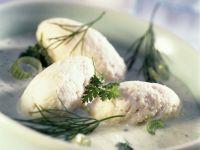 Fischnocken mit Kräutersoße und Lauchzwiebeln Rezept