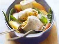Fischrouladen mit Apfelschnitzen und Zuckerschoten Rezept