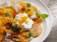 Flambiertes Omelett mit Pfirsichen und cremigem Joghurt Rezept