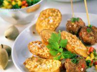 Fleischbällchen mit Ofen-Nusskartoffeln