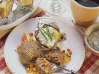 Frikadellen mit Gemüse und Ofenkartoffeln Rezept