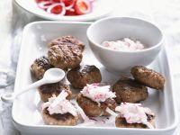Frikadellen vom Grill mit Radieschensauce Rezept