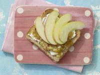 Frischer Obst-Toast mit Quark Rezept