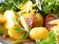 Friseesalat mit Kartoffeln und Radieschen