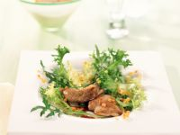 Friséesalat mit Wachteln und bunten Linsen Rezept