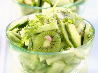 Fruchtiger Gurken-Avocado-Salat Rezept