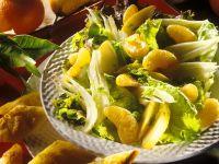 Fruchtiger Kopfsalat mit Käsetoast