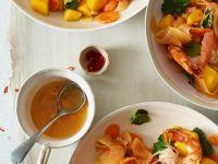 Fruchtiger Salat mit Shrimps Rezept