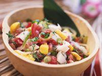Fruchtiger Tomatensalat mit Weißfisch