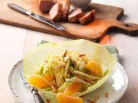 Fruchtiger Weißkohlsalat mit Pinienkernen Rezept