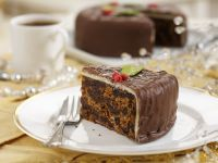 Früchtekuchen mit Marzipan und Schokoglasur Rezept