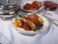 Gänsekeulen mit Johannisbeersauce und Rotwein-Birnen Rezept