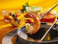 Garnelen-Fondue mit verschiedenen Saucen