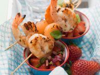 Garnelen-Melonen-Spießchen mit Erdbeersalat Rezept