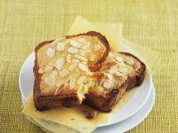 Gebackene Brioche-Scheiben mit Mandeln Rezept