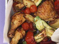 Gebackene Hähnchenkeulen mit Gemüse und Kartoffeln Rezept