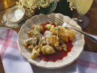 Gebackene Holunderblüten und fruchtiger Soße Rezept