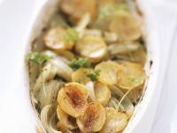Gebackene Kartoffeln mit Wein und Zwiebeln Rezept