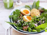 Gebackene Nuss-Eier auf Frühlingssalat Rezept