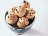 Gebackene Schafskäsebällchen Rezept