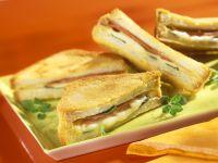 Gebackene Toast-Sandwiches mit Schinken und Mozzarella Rezept