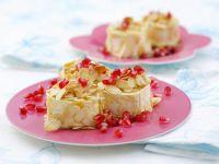 Gebackener Ziegenkäse mit Mandelblättchen und Granatapfelkernen Rezept
