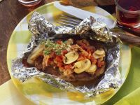 Gebackenes Kotelett mit Champignons und Tomaten Rezept