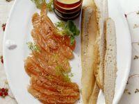 Gebeizter Lachs mit Honig-Senf-Vinaigrette Rezept
