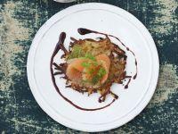 Gebeizter Saibling mit Senf-Honig-Vinaigrette und Kartoffelrösti Rezept