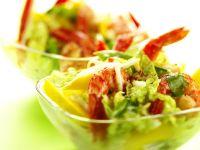 Gebratene Garnelen auf Blattsalat mit Mango Rezept