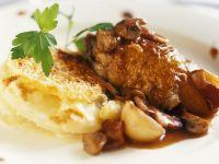 Gebratene Hähnchenbrust mit Champignons mit Kartoffelgratin Rezept