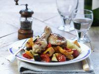 Gebratene Hähnchenschlegel auf Gemüse Rezept