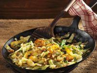 Gebratene Kartoffeln mit Kohlgemüse Rezept